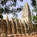 planet-ride-voyage-burkina-faso-mobylette-construction-defensive-traditionnelle