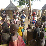planet-ride-voyage-burkina-faso-loto-village-enfants-femme