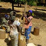planet-ride-voyage-burkina-faso-mobylette-femmes-village