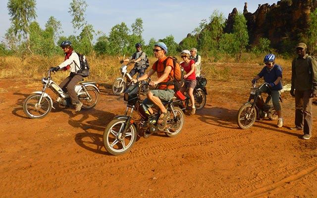 Votre mobylette loprs de votre voyage au burkina Faso avec Planet Ride