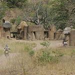planet-ride-voyage-togo-moto-burkina-faso-cases-village-traditionnel