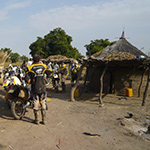 planet-ride-voyage-burkina-faso-moto-case-village