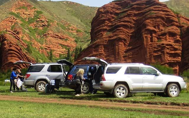 Vos 4x4, lors de votre voyage en Kirghizie avec Planet Ride et Azamat