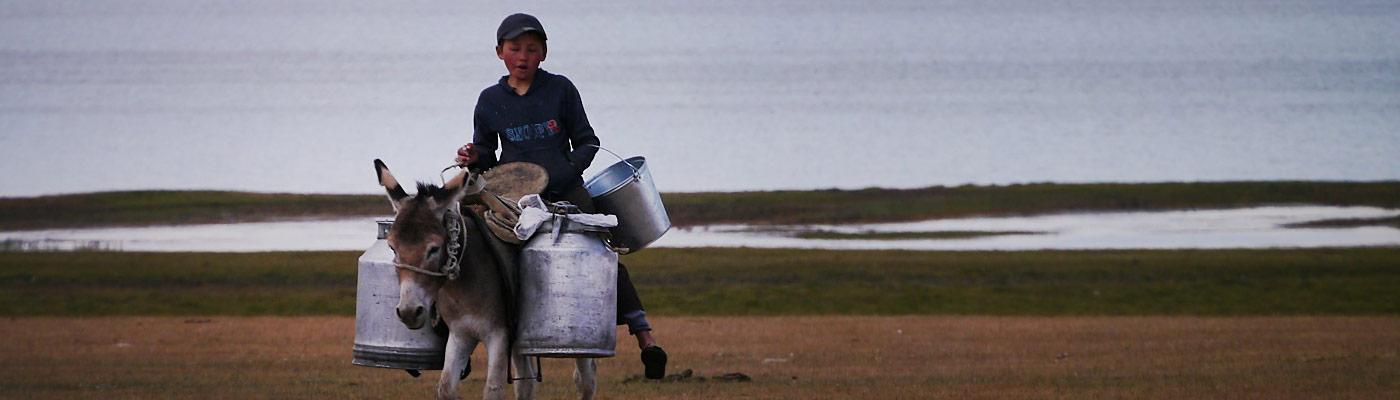 planet-ride-voyage-4×4-kirghizistan-ane-garcon-bidon-lac-2
