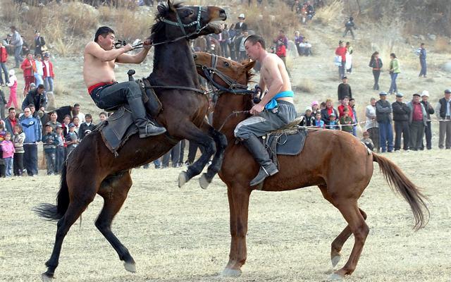 planet-ride-voyage-4x4-kirghizistan-jeux-equestres-nomades-cavaliers