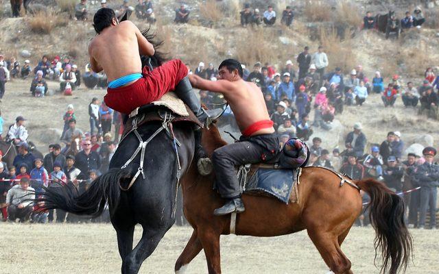 Jeux équestres nomades, lors de votre voyage au Kirghizistan en 4x4 avec Planet Ride et Azamat