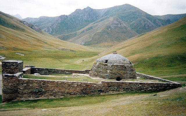 Tash Rabat, lors de votre voyage au Kirghizistan en 4x4 avec Planet Ride et Azamat