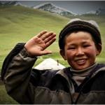 planet-ride-voyage-au-kirghizistan-en-4x4-enfant-lac-son-kul