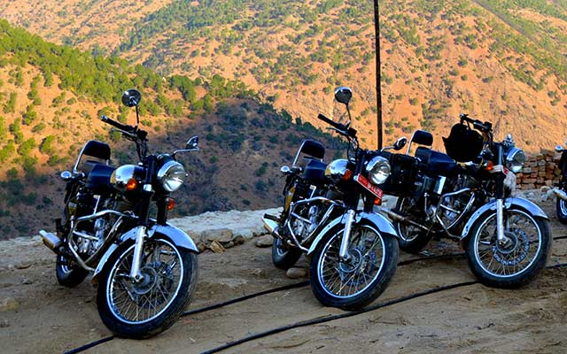 voyage bhoutan moto 12 jours road trip pays du bonheur. Black Bedroom Furniture Sets. Home Design Ideas