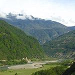Vallée verdoyante, lors de votre voyage au Bhoutan à moto avec Planet Ride et Ophélie