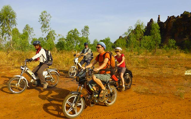 planet-ride-voyage-burkina-faso-mobylette-groupe-piste-terre