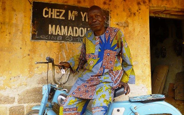 planet-ride-voyage-burkina-faso-mobylette-homme-ouagadougou
