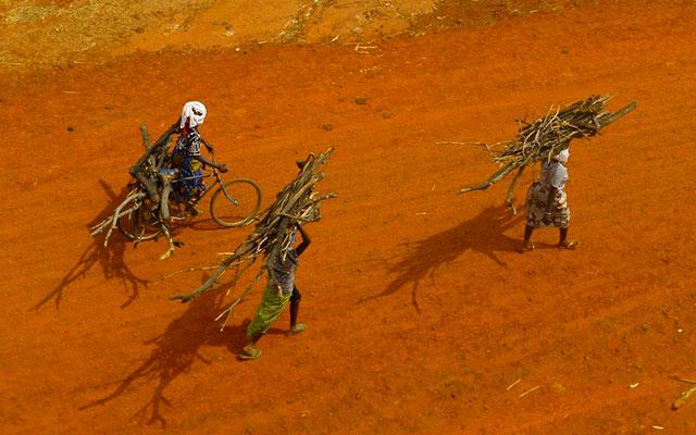 Renconres sur les pistes, lors de votre voyage à mobylette au Burkina Faso avec Planet Ride et Guillaume