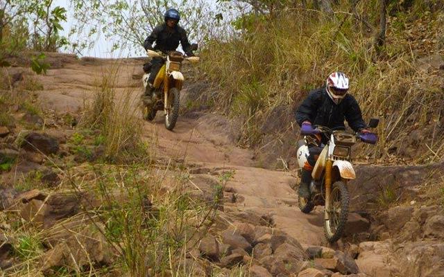planet-ride-voyage-burkina-faso-moto-piste-roche