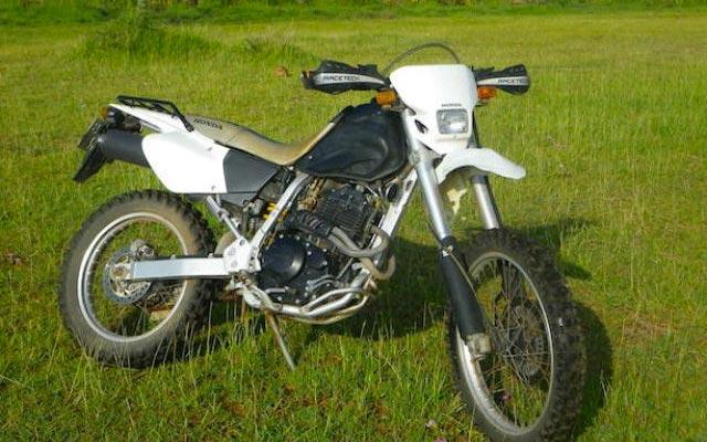 Moto Honda 400 XR, pour votre voyage au Kenya à moto avec Planet RIde et Fred