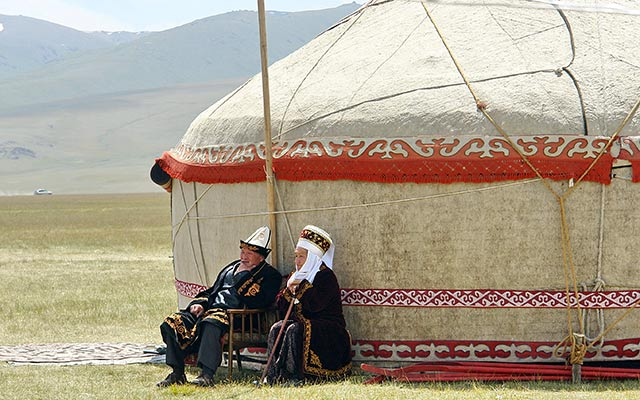 planet-ride-voyage-kirghizistan-4x4-yourte-habits-traditionnels-nomades