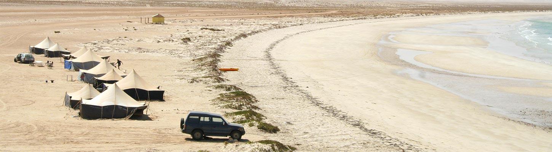 En campement sur les rives du Banc d'Arguin, lors de votre voyage en Mauritanie en 4×4 avec Planet Ride et Guy