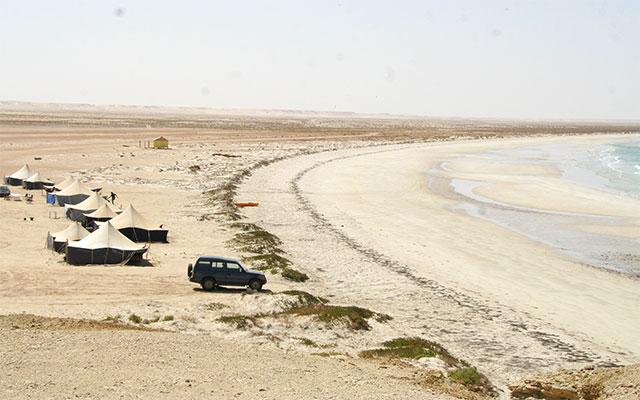 En campement sur les rives du Banc d'Arguin, lors de votre voyage en Mauritanie en 4x4 avec Planet Ride et Guy