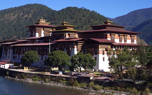 planet-ride-voyage-moto-bhoutan-dzong-punakha-riviere