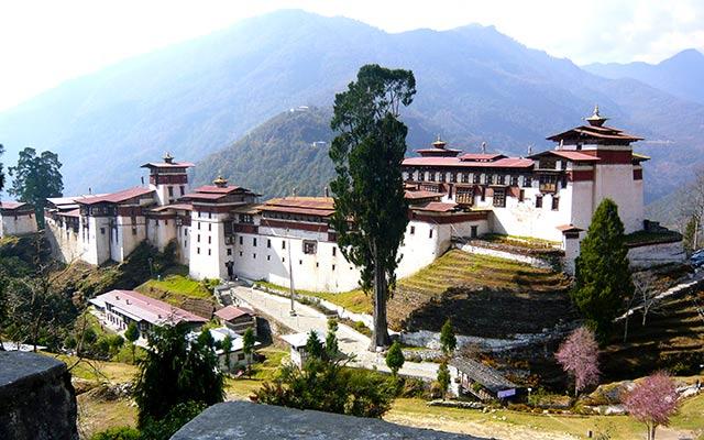 planet-ride-voyage-moto-bhoutan-dzong-tsonga-jakar-gangtey