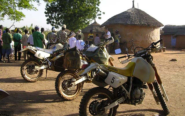 Votre Suzuki, lors de votre voyage au Burkina Faso et au Togo à moto avec Planet Ride et Guillaume