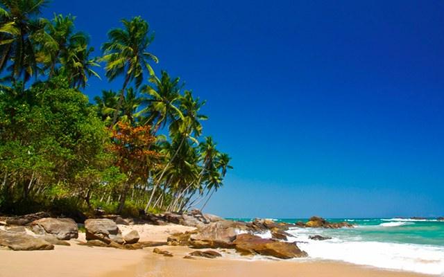 Plage paradisiaque, lors de votre voyage au Sri Lanka à moto avec Planet Ride et Ophélie