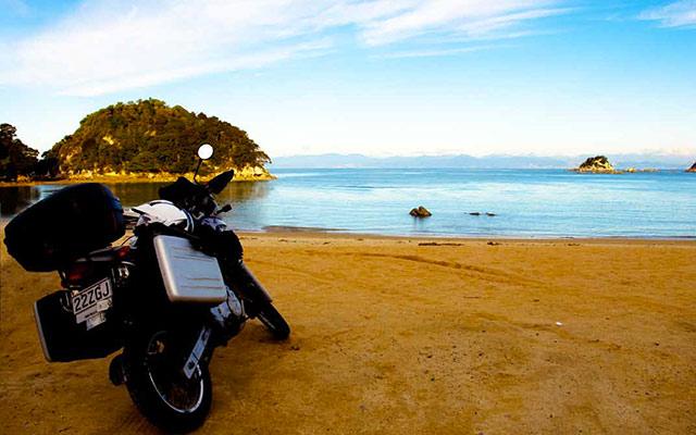 Plage de l'Île du Nord, lors de votre voyage en Nouvelle-Zélande à moto avec Planet Ride et Fabrice