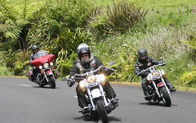Voyage en Nouvelle-Zélande à moto avec une agence de voyage locale