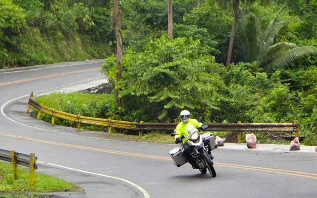 Sur la route, lors de votre voyage aux Philippines à moto avec Planet Ride et Philippe