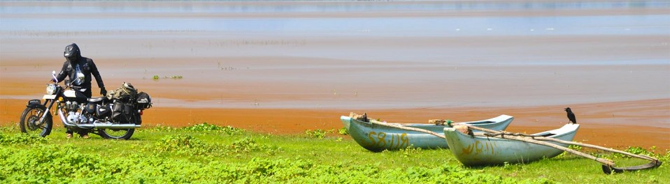 Ride au bord du fleuve, lors de votre voyage au Sri Lanka à moto avec Planet Ride et Ophélie