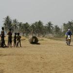 planet-ride-voyage-togo-moto-burkina-faso-piste-sable-rencontres-population-tribale