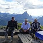 Halte dans les montagnes lors d'un voyage au Laos à moto avec Planet Ride