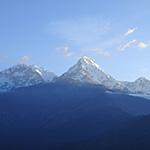 Vue sur les monts de l'Annapurna lors d'un voyage au Népal à moto avec Planet Ride