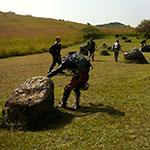Dans la Plaine des jarres lors d'un voyage au Laos à moto avec Planet Ride