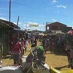À Andapa, lors de votre voyage à Madagascar à moto avec Jean et Planet Ride