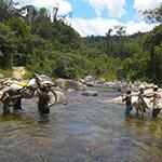 Traversée de cours d'eau, lors de votre voyage à Madagascar à moto avec Jean et Planet Ride