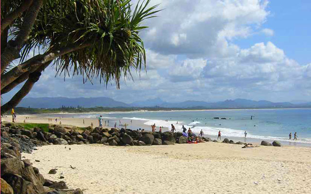 Sur une plage de Byron Bay, lors de votre voyage en Australie à moto avec Planet Ride
