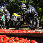 planet-ride-voyage-guatemala-moto-motard-indigenes-piments-rouges