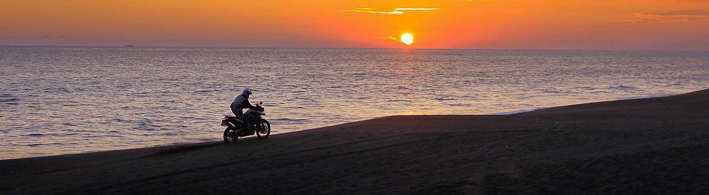 planet-ride-voyage-guatemala-moto-plage-moterrico-couche-soleil