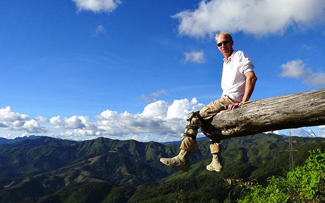 Halte dans les montagne lors d'un voyage au Laos à moto avec Planet Ride