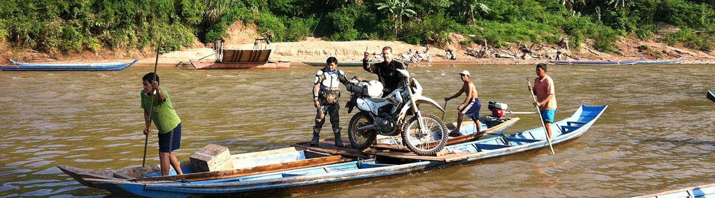 planet-ride-voyage-laos-moto-riviere-barque