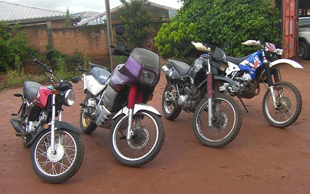 Les motos, lors de votre voyage à Madagascar à moto avec Planet Ride et Jean