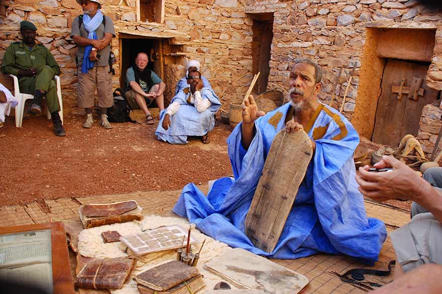Érudit de Chinguetti, lors d'un voyage en Mauritanie avec Guy et Planet Ride