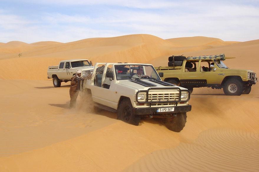 4x4 modifiés pour affronter le Sahara, lors de votre voyage en Mauritanie avec Guy et Planet Ride