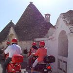Des Trulli, lors de votre voyage en Italie en Vespa avec Planet Ride et Roberta