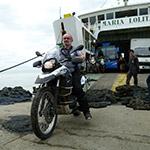 Descente du ferry, lors de votre voyage aux Philipines à moto avec Planet Ride et Philippe