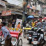 Dans les rue de Old Delhi, lors de votre voyage en Inde à moto avec Planet Ride