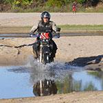 Sur les pistes, lors de votre voyage à Madagascar à moto avec Planet Ride et Jean
