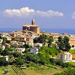 À Montecarotto, lors de votre voyage en Italie en Vespa avec Roberta et Planet Ride
