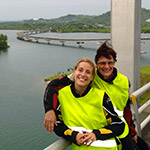 Sur le pont San Juanico, lors d'un voyage aux Philipines à moto avec Planet Ride et Philippe